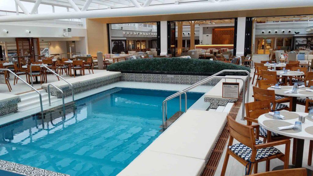 Pool deck on Viking Sky