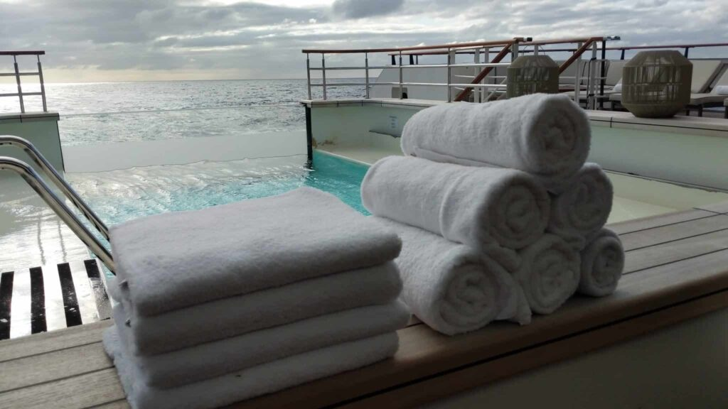 Le Laperouse infinity pool