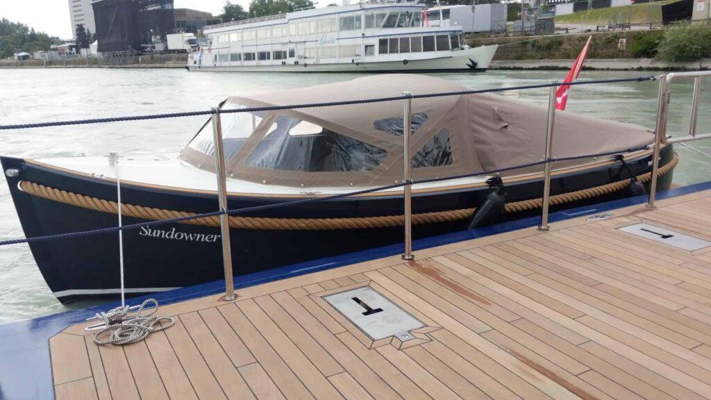 Sundowner boat on AmaMagna
