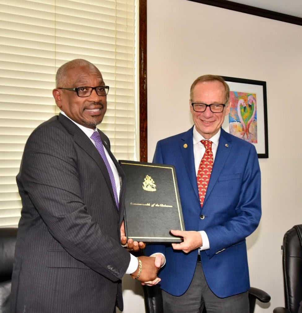 Carnival Corp Signs Agreements with Government of The Bahamas to Develop Two New Destination Projects | 28
