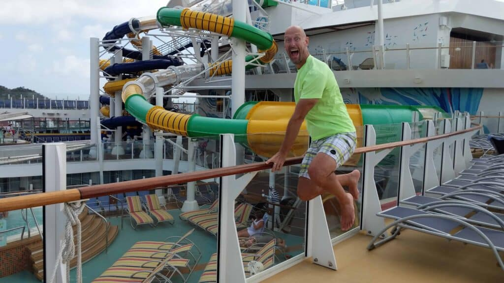 5 Ways to Avoid the Crowds on the World's Largest Cruise Ship   12