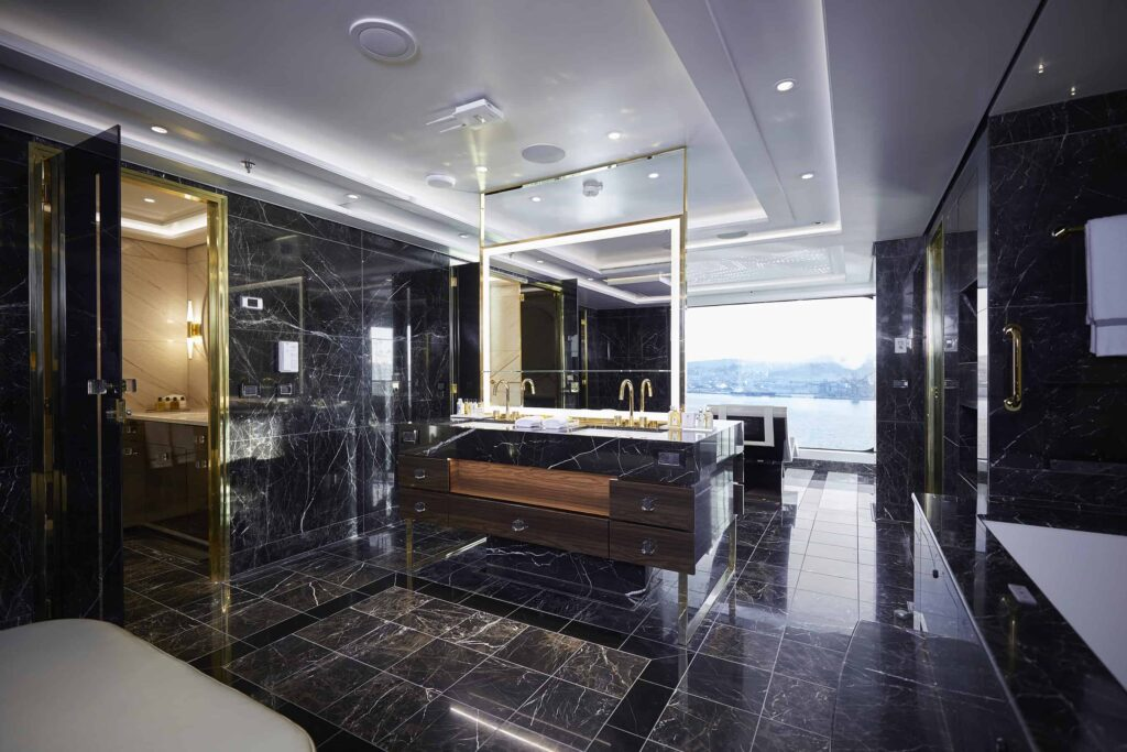 The spa bathroom in the Regent Suite